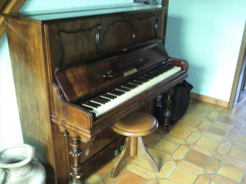 Piano ancien  le proprietaire s en debarrasse