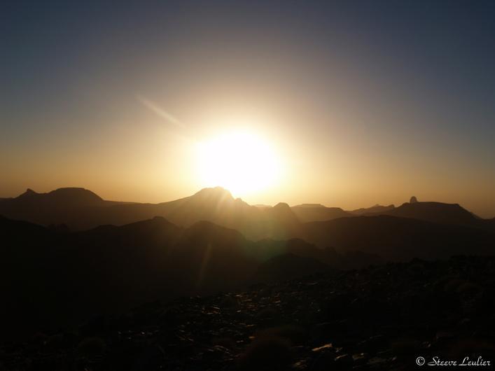 Levée de soleil sur l'Assekrem