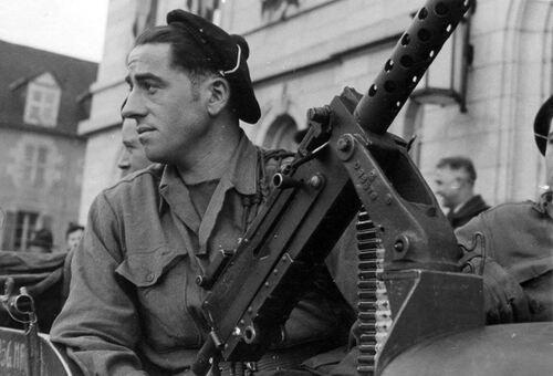 * TRESORS D'ARCHIVES  : photographies de  la 1ère DFL à Guéret (décembre 1944)