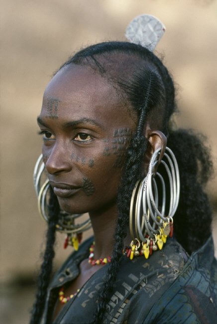 "**Africa | Wodaabe woman.  Niger | © Steve McCurry, from his ""The Sahel Desert"" Album."