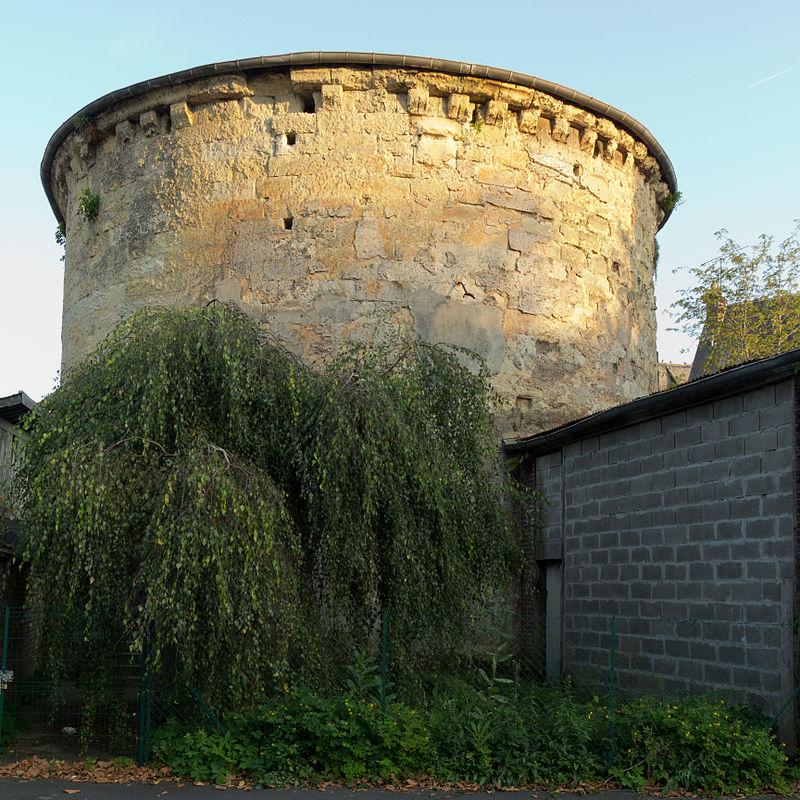 Mur ouest de la Tour Lambert (Lisieux, Calvados, France).jpg