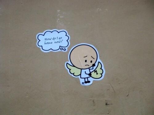 street-art Montmartre message go home 8