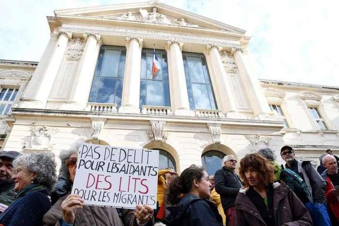 CHANTOUVIVELAVIE : Un enseignant niçois jugé pour avoir aidé des migrants