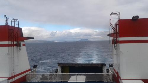 le rocher de Gibraltar au loin