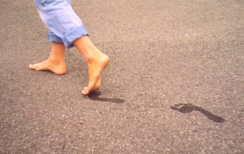 L'Homme qui marche le coeur nu pieds