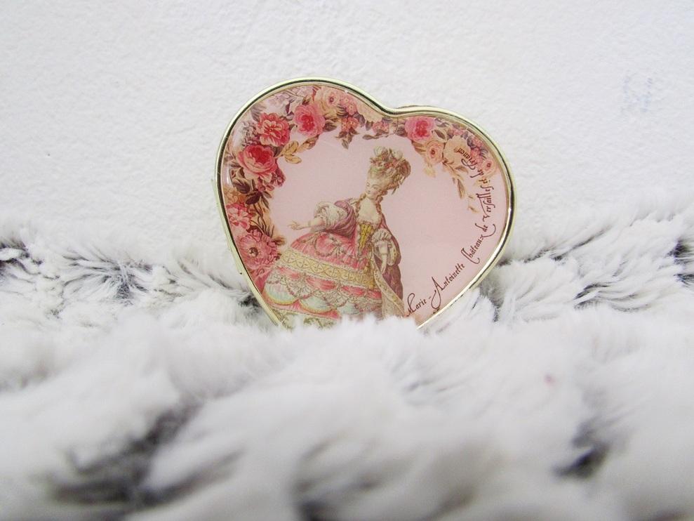 Revue : TeaTime avec Marie-Antoinette ! ... ou Presque. - par Kérénisse