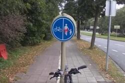 """Wolu1200 : Panneaux """"cyclistes/piétons"""" qui se contredisent au boulevard de la Woluwe + vidéo"""