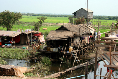 Blog de images-du-pays-des-ours :Images du Pays des Ours (et d'ailleurs ...), Maisons sur pilotis - Lac Tonle Sap - Cambodge