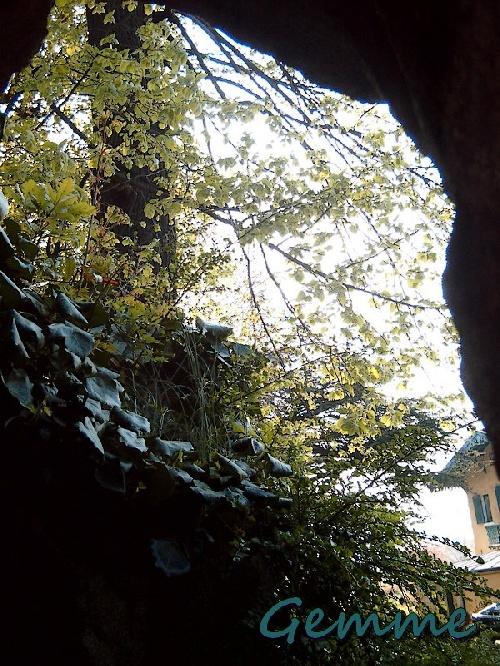 Dans la grotte, Parc Chabrières, Oullins