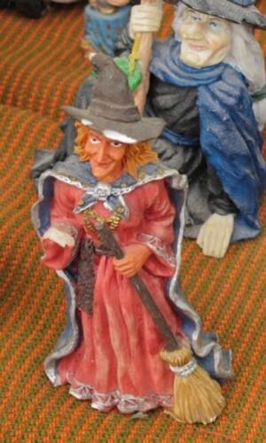 sorciere-balai-Halloween-bibelot-5.jpg