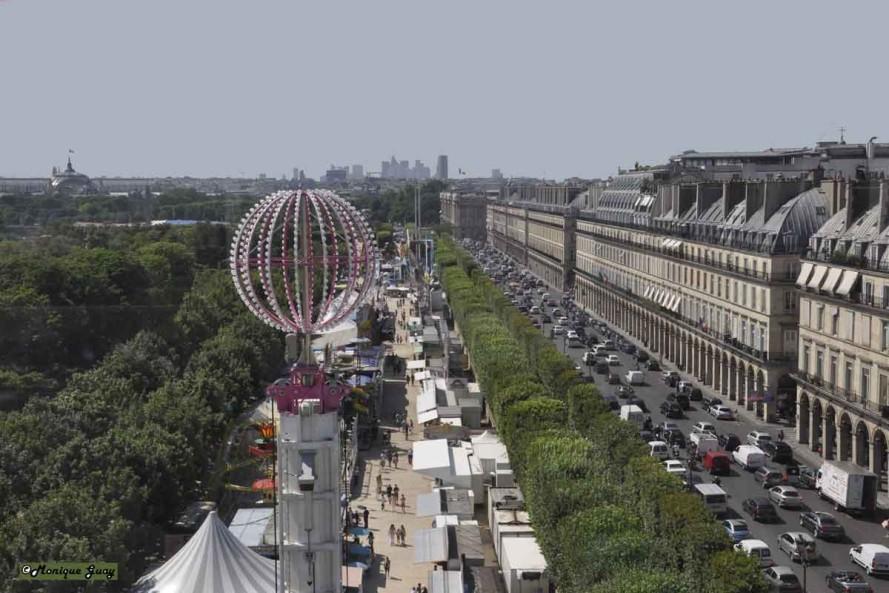 DSC2726-mgalweb rue de Rivoli et fête foraine