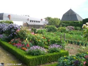 Jardins--Chateau-de-Bouges.jpg