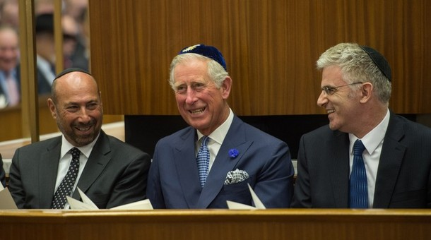 Charles à la synagogue