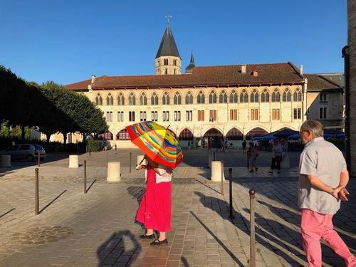 Cluny, bal des parapluies...