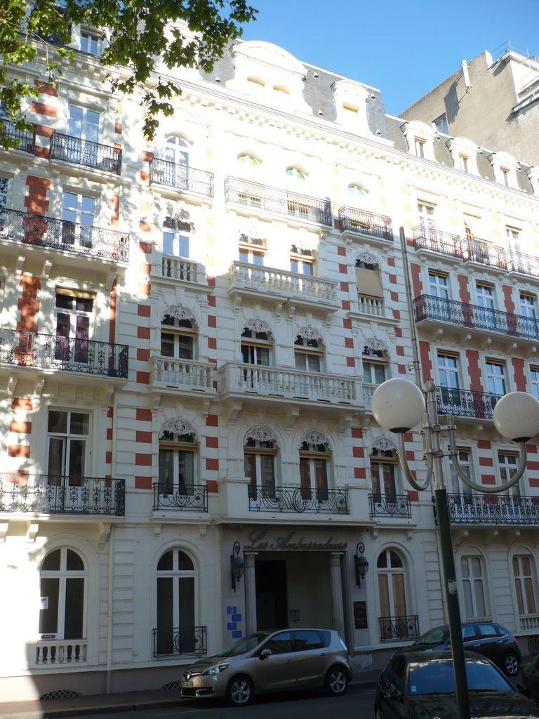 L'Hôtel des Ambassadeurs.