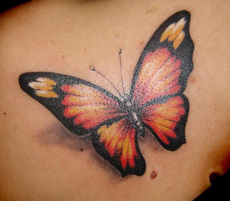 tatouage-3d-papillon-dos-femme