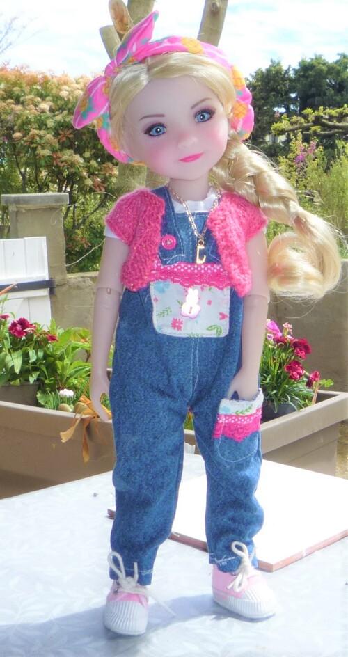 Une Tenue que j'ai  fraichement cousue et tricotée  pour la Belle Doucia