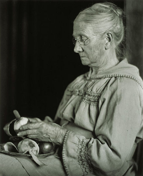 Fichier:My Mother Peeling Apples.jpg