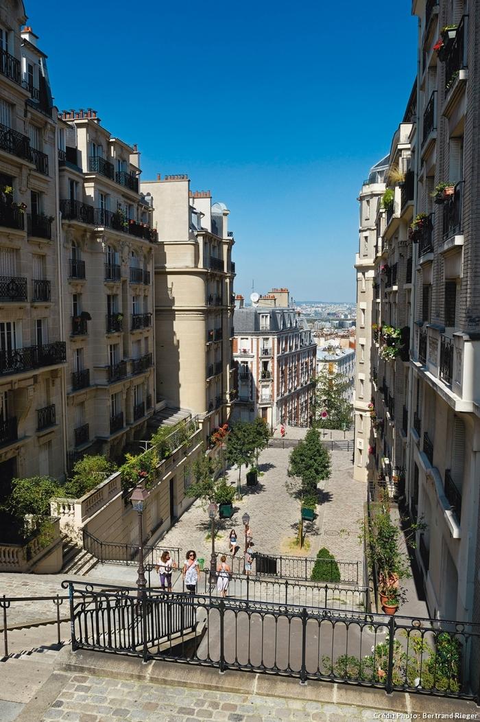 Balade À Montmartre...  Par Dominique Le Brun & Dominique Roger...   Du Magazine Détours En France