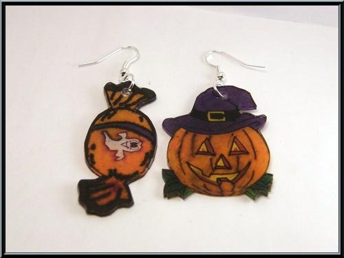Boucles d'oreille citrouille et bonbon d'Halloween en plastique dingue.