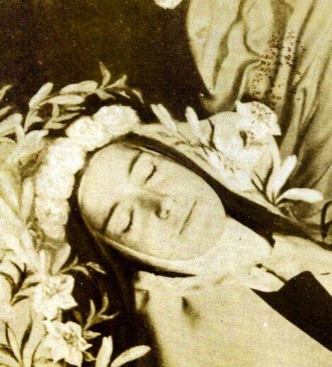 Photo prise par Céline. A l'infirmerie, avant la levée du corps.