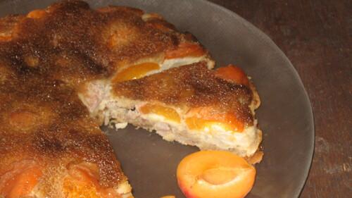 Gâteau aux abricots, amandes et caramel