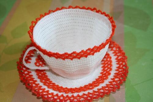 Une tasse à café au crochet