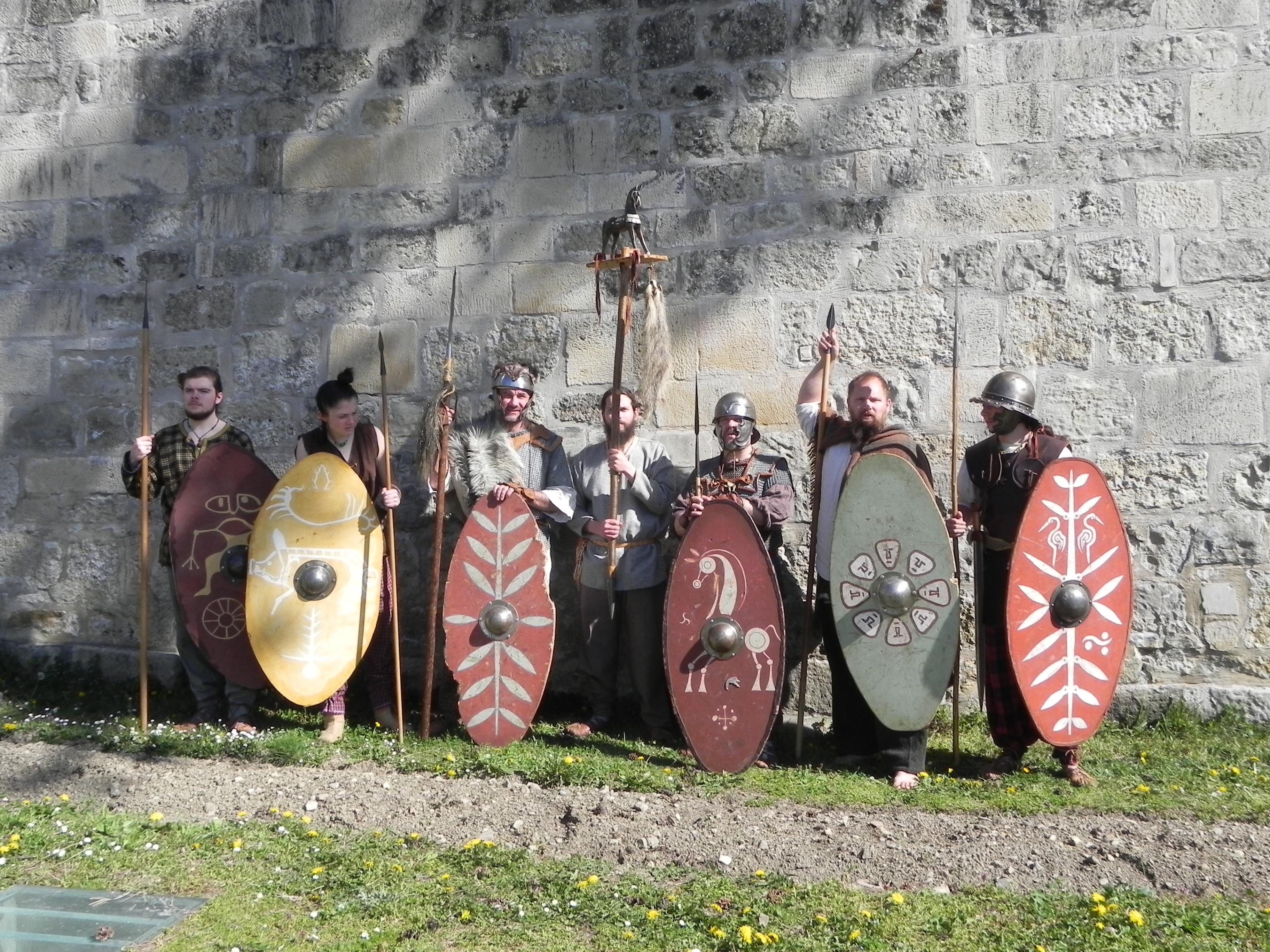 La force de frappe des Mediomatrici avec, de gauche à droite : Les 2 jeunes Suèves Cimberios et Nasua puis Londolucos, Cauannos porte-enseigne, Durnacos le vergobretos, Curmisagios et Liscos ambactos de Durnacos