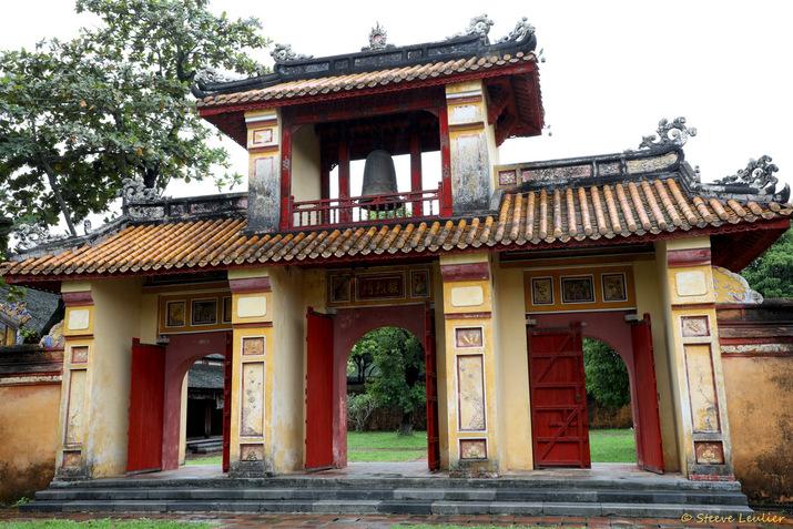 Cité impériale : porte Thân Liêt surmontée d'un beffroi