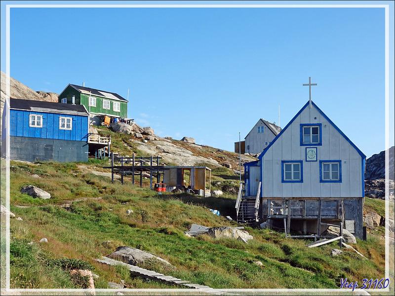 Poursuite de la balade dans Kullorsuaq avec ses déchets traînant un peu partout - Groenland