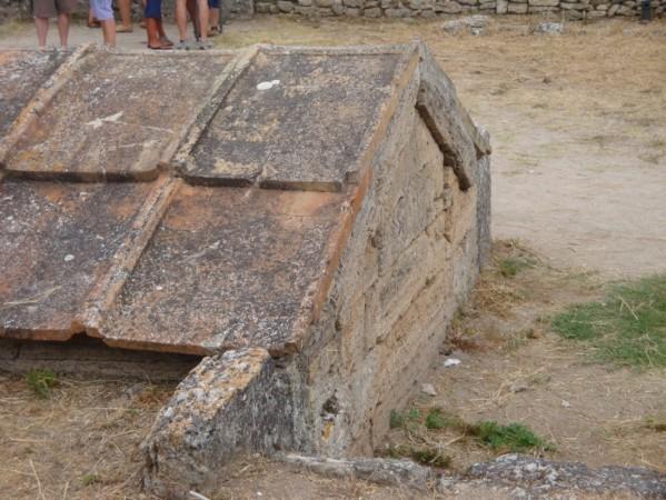 Paestum, l'hérôon (sacellum souterrain)