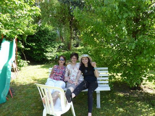 Journée entre amis dans le jardin