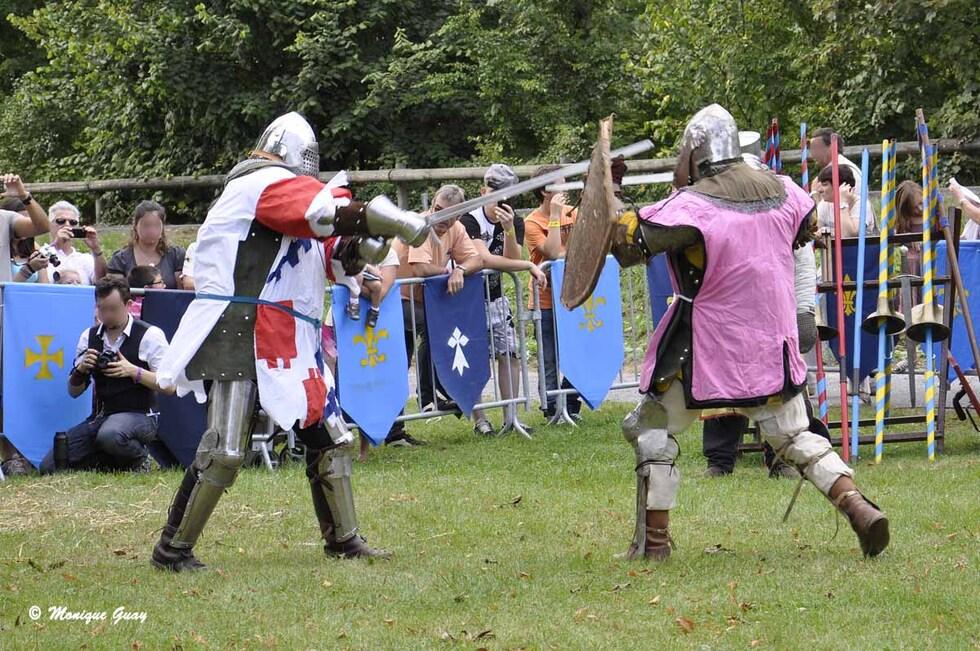 Tenues guerrières des chevaliers et combats
