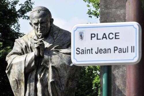 Dix ans après, la statue du Pape divise-t-elle toujours ?