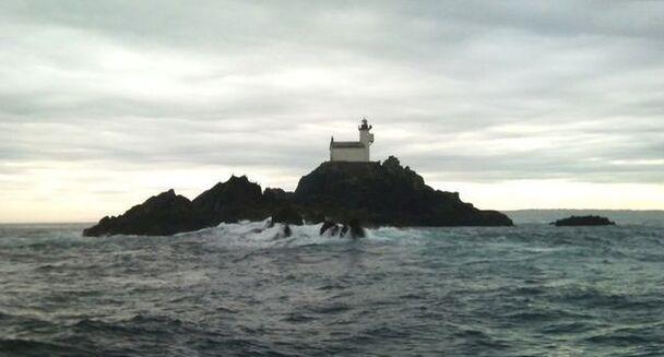 Seul, il a passé 69 jours dans un phare au large de la Bretagne