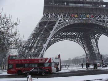 p4-snow-paris-k8681-hug