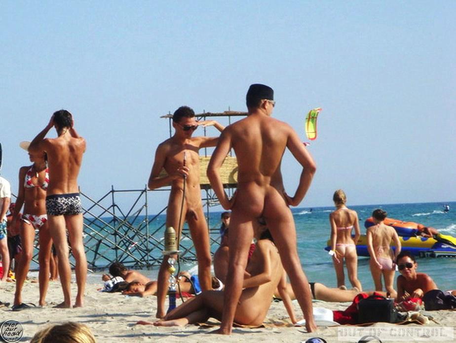 Nu sur la plage pic