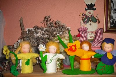 Blog de melimelodesptitsblanpain :Méli Mélo des p'tits Blanpain!, Petites 'poupées fleurs' et table des saisons!
