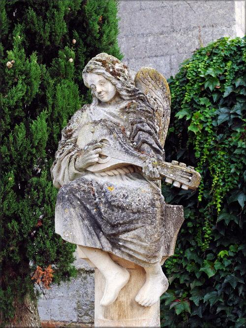Photos d'une statue du parc du château de Montreuil Bellay