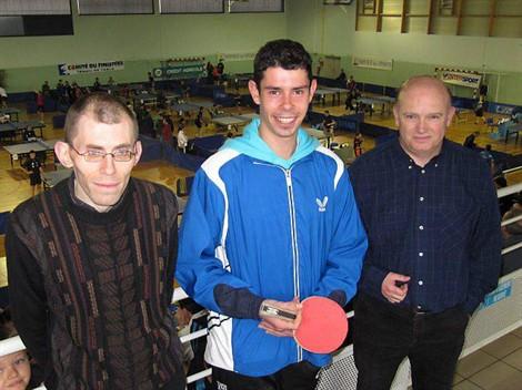 Gaëtan Glaz entouré de Ludovic Lancien et de Xavier Perrot, président du club.