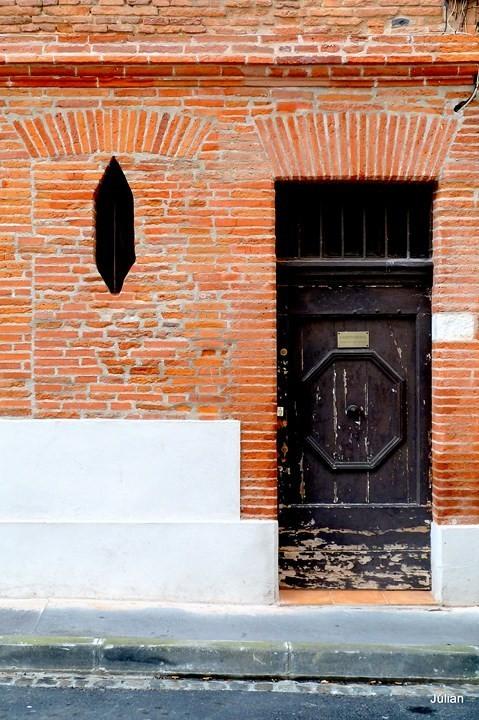 p05--Porte-et-mur-en-brique.JPG