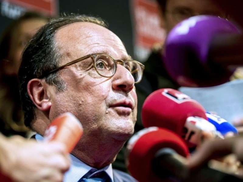 Après avoir rencontré 21.000 lecteurs dans 56 villes, Hollande suspend sa tournée des librairies