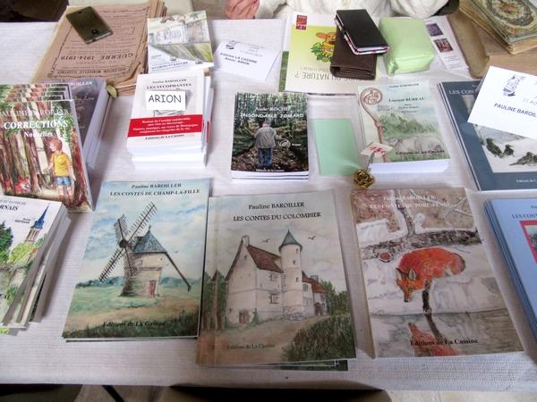 La 7ème Fête du Livre a eu lieu sur la butte du château de Jully, dans l'Yonne, en août 2019