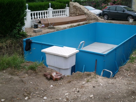 Construire une piscine simple construire une piscine with for Construire une piscine