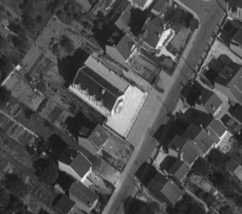 Mantes-la-Jolie, rue des Coquilles en 1967, le temple (remonterletemps.ign.fr)