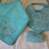 Annick serviette bavoir et range tétine