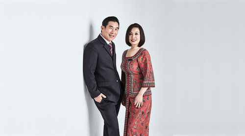 Singapore Airline couple.