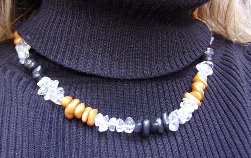 Collier en cristal de roche et perles en pâte fimo