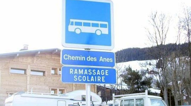 panneau_indication-insolite-zone-scolaire