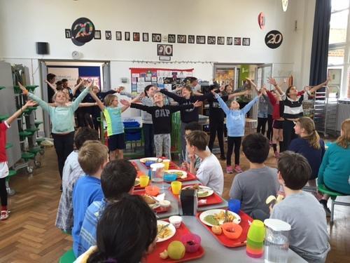 un Flashmob à la cantine !